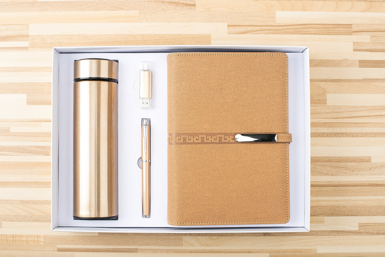A5 loose leaf notebook + pen + USB flash drive + Vacuum flask